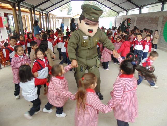 Carabineros de san fernando visitaron jardines infantiles for Guarderia el jardin san fernando