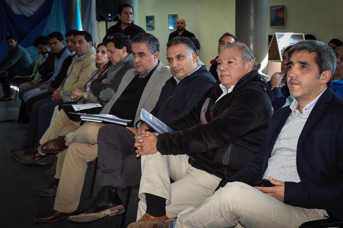 Alcalde Luis Berwart destacó aprobación del proyecto de mejoramiento de la pista atlética del Estadio Municipal